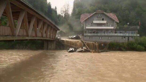 наводнение, скриншот из видео