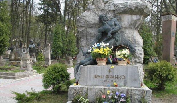 Во Львове отреставрировали могилу Ивана Франко