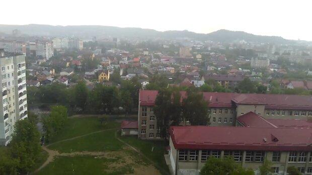 """Стихия готовит """"переворот"""" во Львове на выходные - бешеный ветер, дожди и град"""