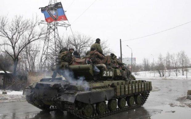 Назревает нечто страшное: возле Луганска замечены сотни путинских танков