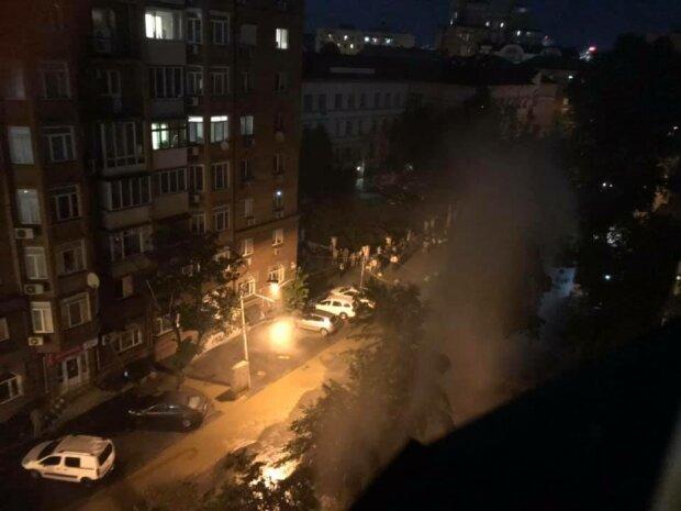 В Киеве забил 10-метровый фонтан - Подол в кипятке