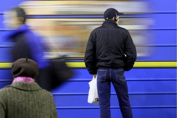 Киян безсоромно кинули з метро на Троєщину: все скасовується