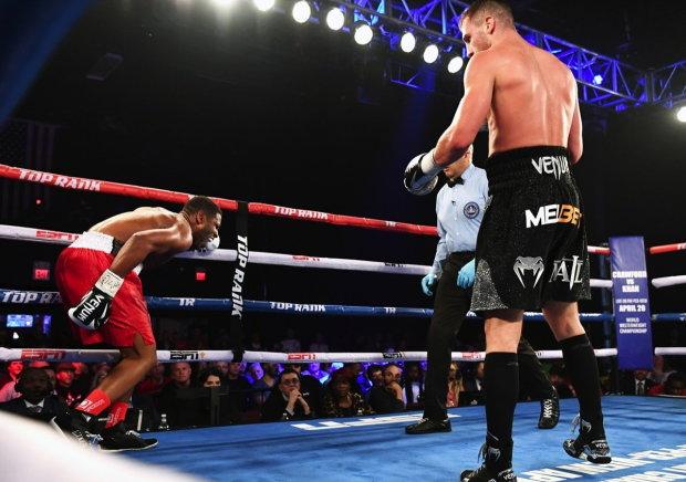 Олександр Гвоздик переміг Дуду Нгумбу і захистив титул WBC