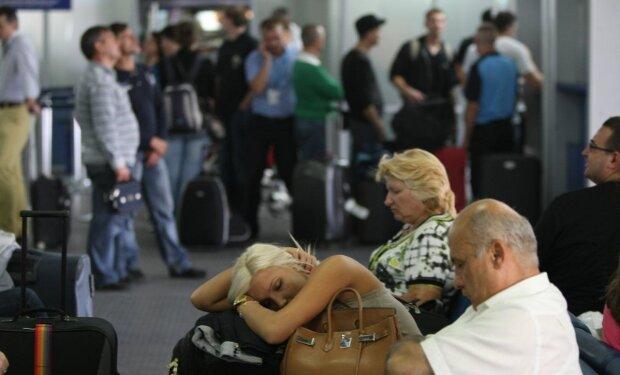 Здавати квитки? В Одесі закривають аеропорт, як сніг на голову