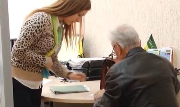 Оплата коммунальных услуг, кадр из видео