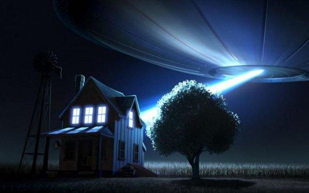 Обнаглевший НЛО приземлился прямо на огороде