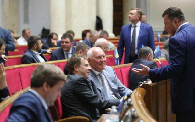 Каким депутатам украинцы оплачивают сумасшедшие пенсии