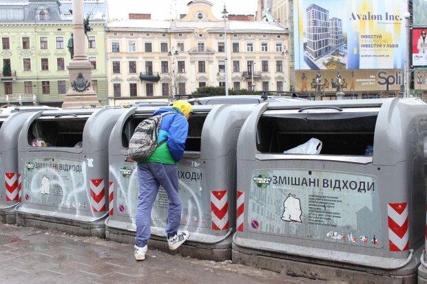 Фріган зі Львова показав, як прожити без копійки у великому місті: на смітниках багато смачненького
