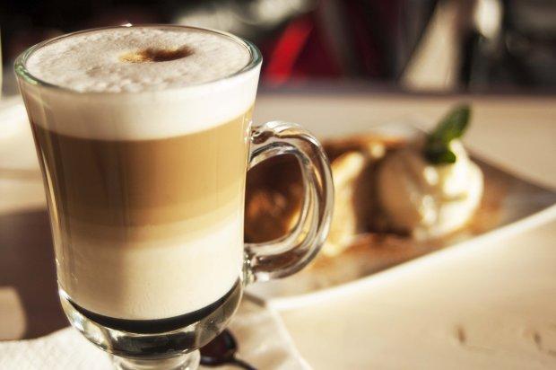 Коли лінь виходити з дому: рецепт латте без кавомашини