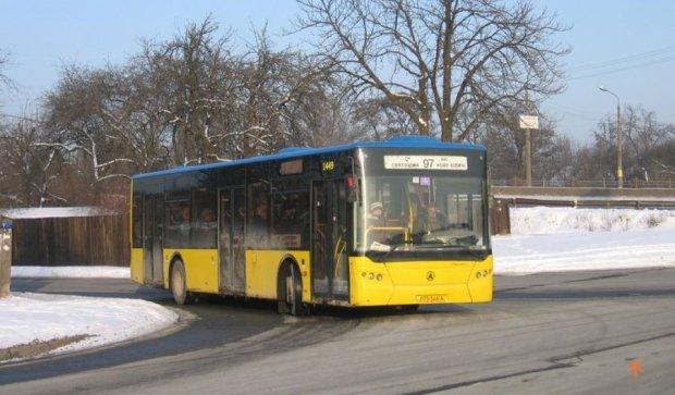 Новый автобусный маршрут соединит берега Киева