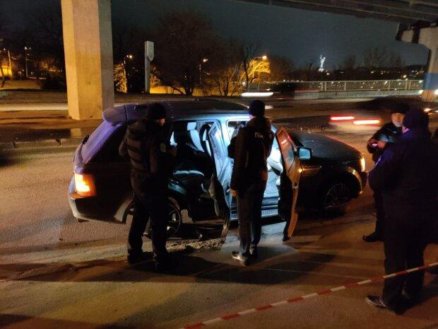 У Києві Range Rover набитий копами влаштував погоню і потрапив під обстріл