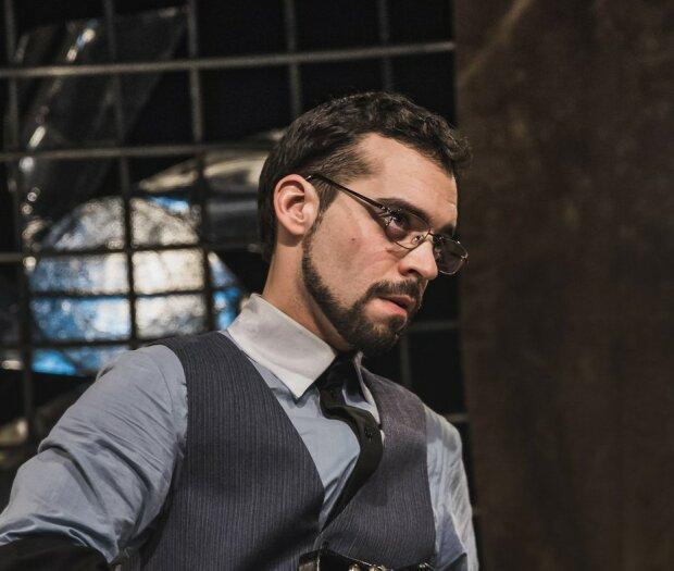 актер театра, фото из страницы Харьковского театра им.Шевченка в Фейсбук