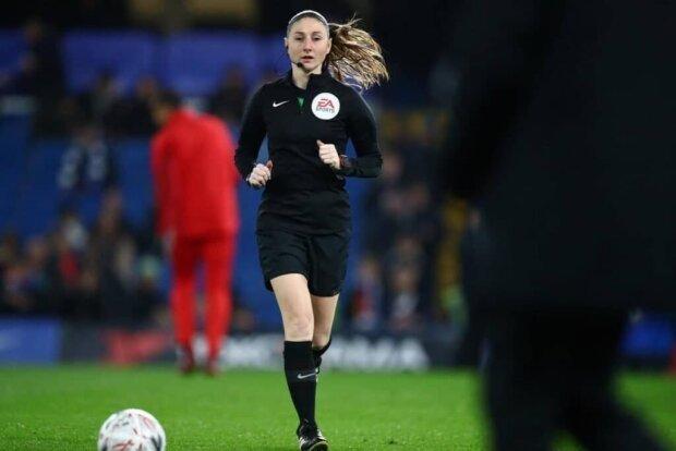 Женщина-арбитр, фото Daily Mail