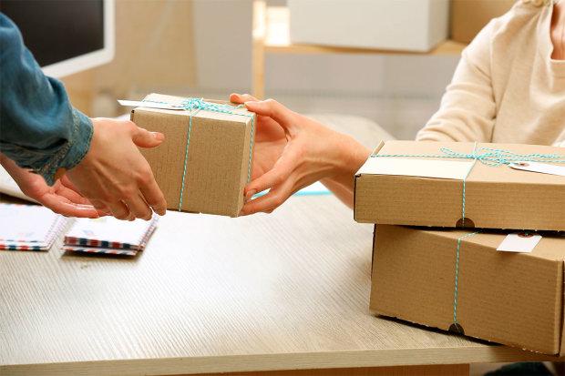 Нові ціни на посилки: скільки українці заплатять за товари з-за кордону від 100 євро