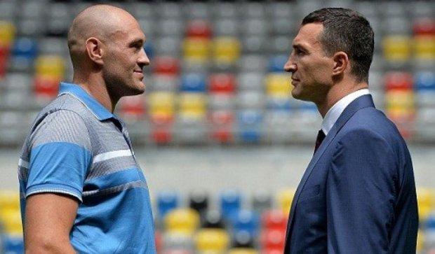 Бой Кличко и Фьюри переносится из-за травмы