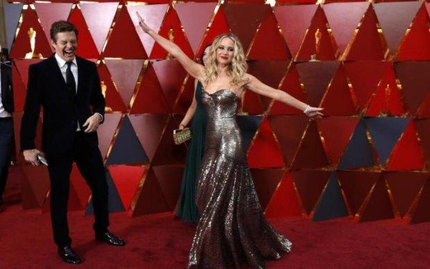 Заплуталася в сукні: відома актриса осоромилася на Оскарі