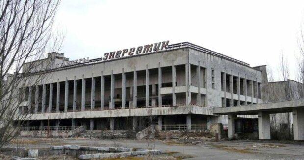"""Чернобыль восстаёт из пепла: в зоне отчуждения устроили новогоднюю """"вечеринку"""", - кадры из-под елки"""