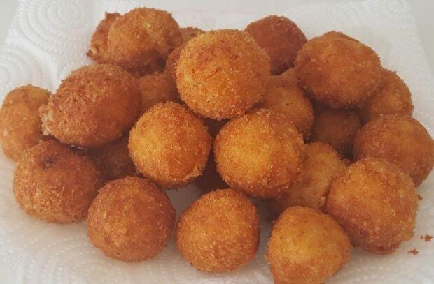 Хрустящие шарики из картофеля под пиво и салат - идеальная закуска из минимума продуктов