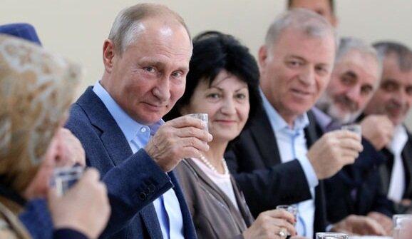"""Зірка """"Кріпосної"""" накинулася на Путіна: """"Пика хитра і самовдоволена"""""""