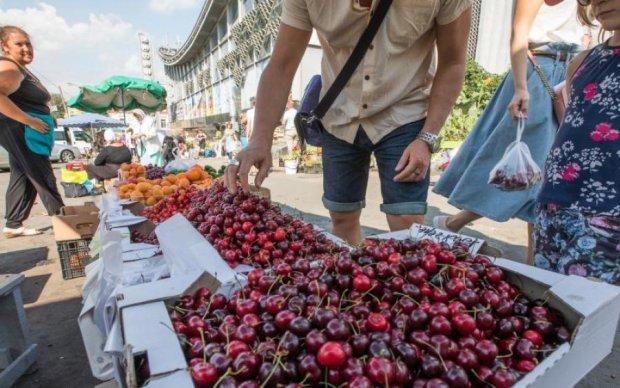 Крымские оккупанты превратили фрукты в золото
