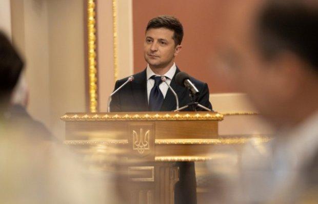 Головне за ніч: петиція проти Зеленського, мовний закон та правда про Томос