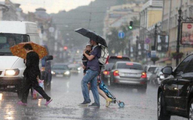 Дощ, вітер та град: погода у найближчі дні покаже українцям почуття гумору