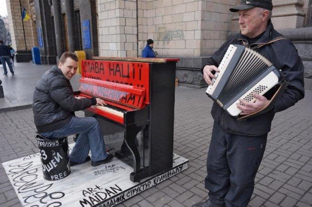 Легендарне піаніно з Майдану відправили в музей (фото)