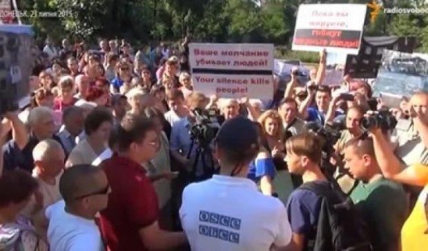 У Донецьку сотні мітингувальників вимагають ефективної роботи від ОБСЄ