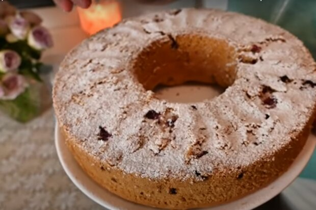 Пиріг з абрикосами і вишнею, скріншот: YouTube