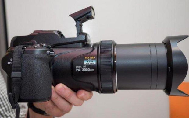 Nikon Coolpix P1000: такого великого ви ще не бачили