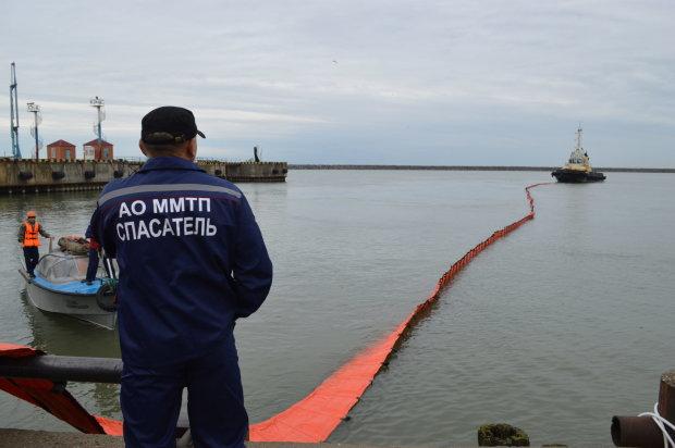 У російському порту прогримів потужний вибух: є загиблі та зниклі безвісти