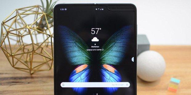 Складаний Galaxy Fold ламається просто на очах: користувачі шоковані
