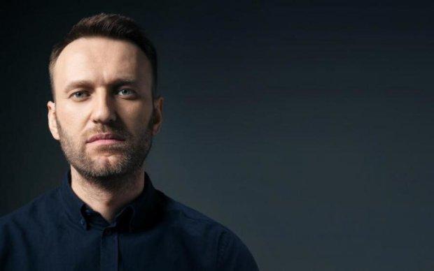 """Навального терміново госпіталізували після """"розмови"""" з катами Путіна"""