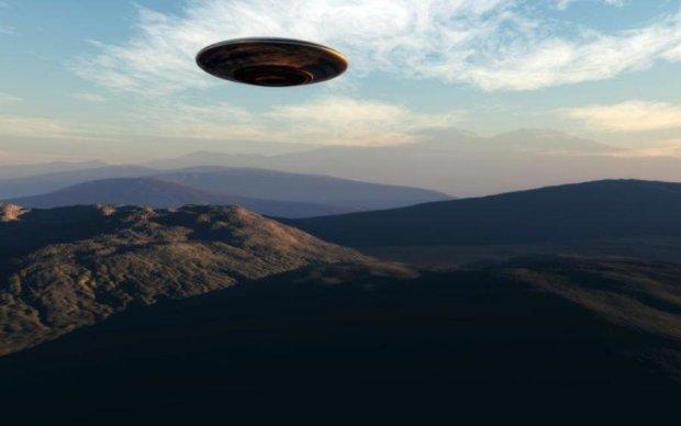 Попередили про страшне: НЛО залишив дивне послання у небі