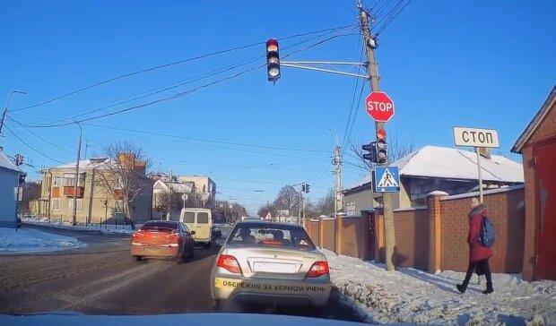 Учбове авто, кадр з відео