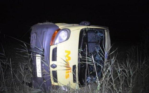 Переполненный автобус перевернулся в жутком ДТП, много пострадавших