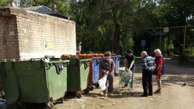 """В Одессе известный бульвар тонет в мусоре: """"Не по-французски"""""""