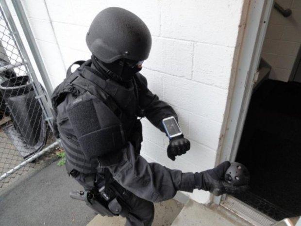 Американським поліцейським допомагатимуть фотоапарати-м'ячі (відео)