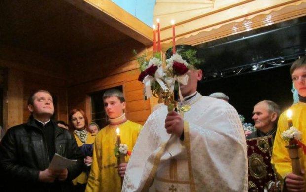 Український священик показав, як треба запалювати