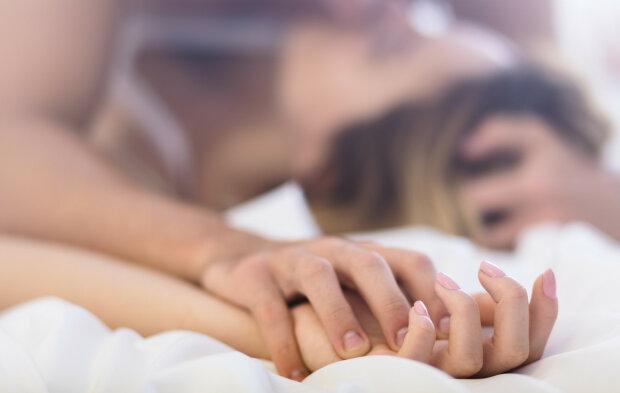 Ужас, шок и стыд: парень случайно отправил фото интимной близости своей матери