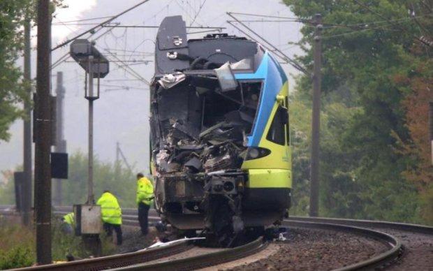 Счет на миллионы: поезд сошел с рельсов и разнес колеи