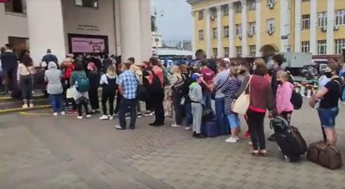 """В Киеве утром возле """"Вокзальной"""" образовалась огромная очередь, скриншот"""