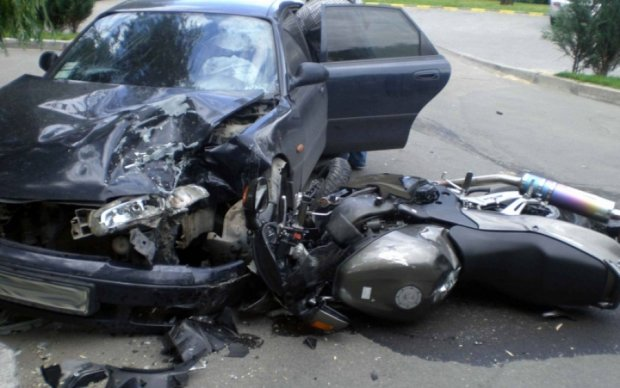 Жуткое ДТП: мотоциклист погиб, столкнувшись с легковушкой