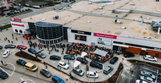 Коллапс при открытии нового Mcdonald's, фото: Facebook
