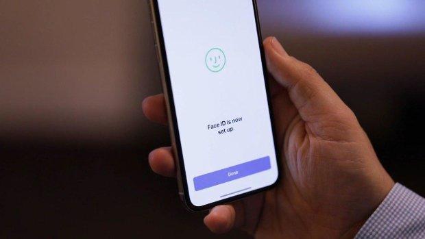 Хвалений захист Face ID на iPhone успішно зламали