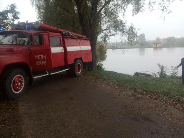 Не справился с управлением – житель Львовщины утопил машину в озере