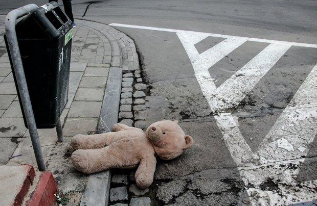 водій збив на переході жінку з дитиною