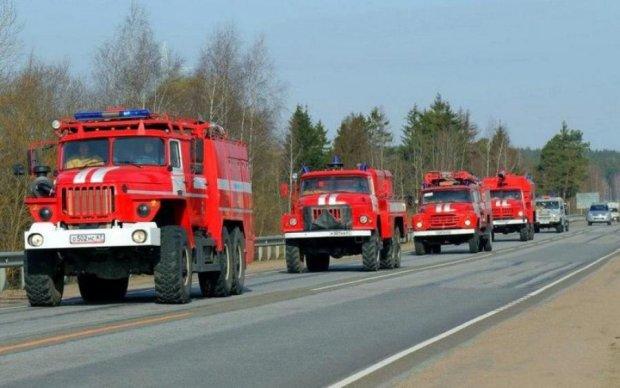 Огненный дождь: в сети показали жуткий пожар на российской фабрике