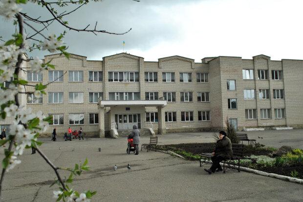 """На Тернопольщине учительница устроила травлю матери-одиночке: """"Муж умер, денег нет"""""""