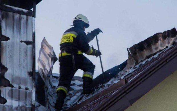 Моторошна пожежа нищить прокуратуру: опубліковано фото